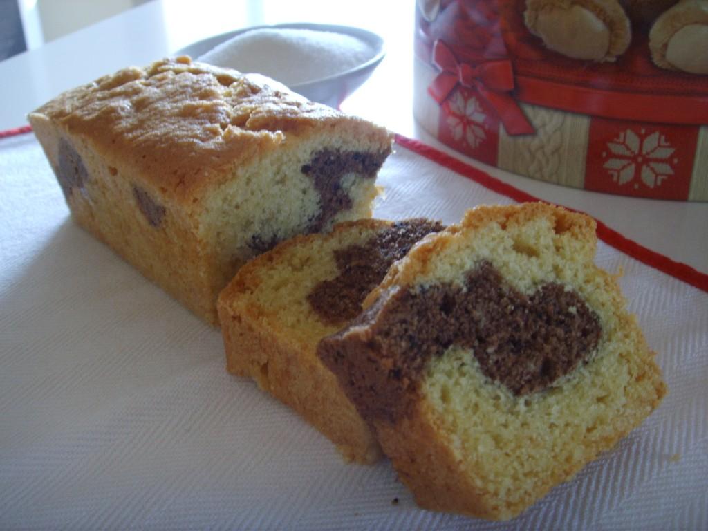 Plum cake con vaniglia e polvere di cacao