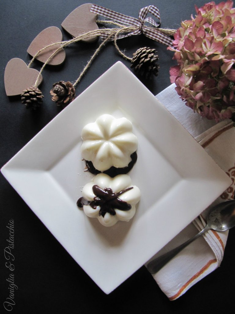 panna cotta e salsa al cioccolato