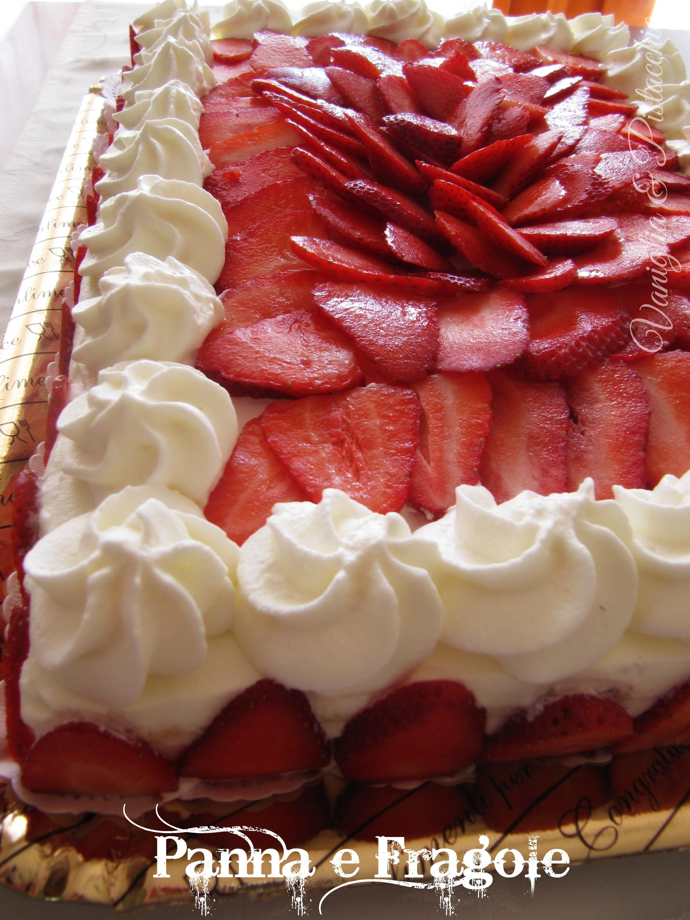 Questa è una classicissima torta di compleanno panna e fragole, fatta con  il pan di spagna di Montersino (è la ricetta che uso più di frequente),